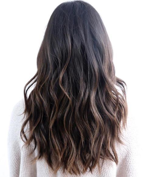 Многоуровневая модная стрижка с длинными волосами 2017 - фото новинки