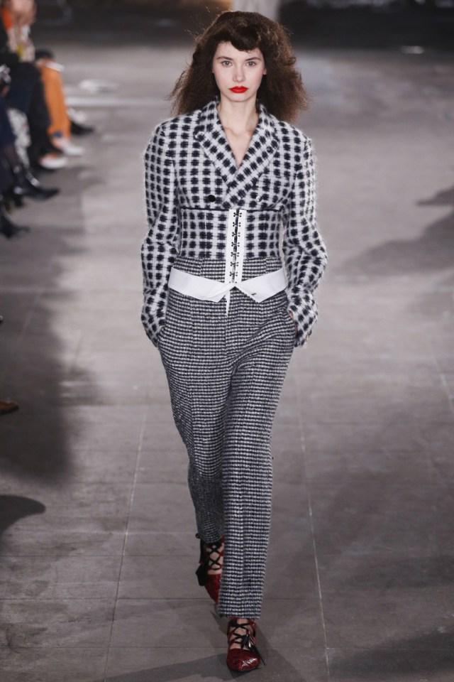 Серый в клетку модный кардиган 2017 в стиле гранж фото обзор коллекции Joseph.