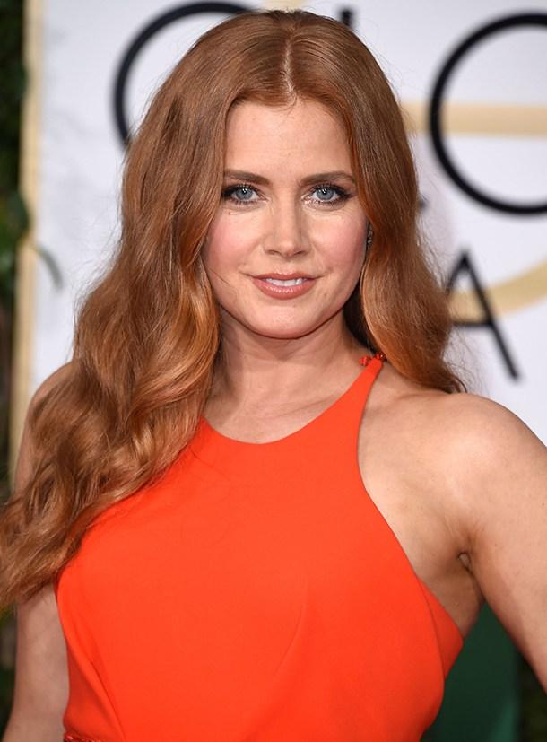 Рыжие роскошные волосы и модная стрижка с длинными волосами - каскад без челки