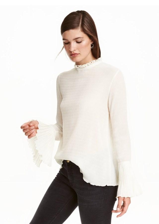 Вязаный свитер с расклешенными рукавами