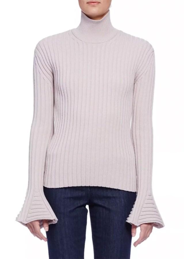 Вязаный свитер с расклешенными в нижней части рукавами
