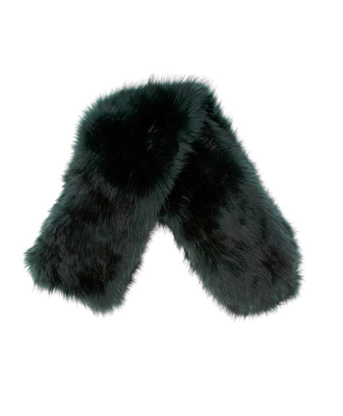 A small black fur scarf with a pile of medium fluffy.