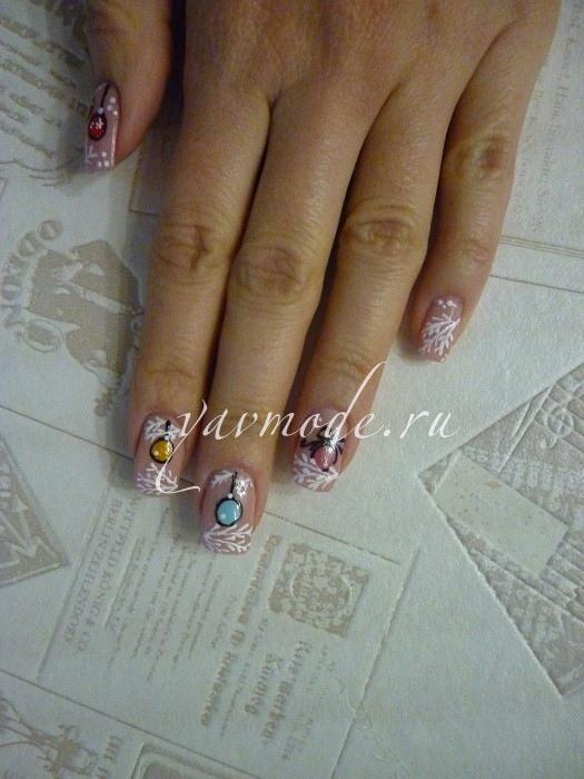 Как нарисовать новогодние шарики на ногтях?