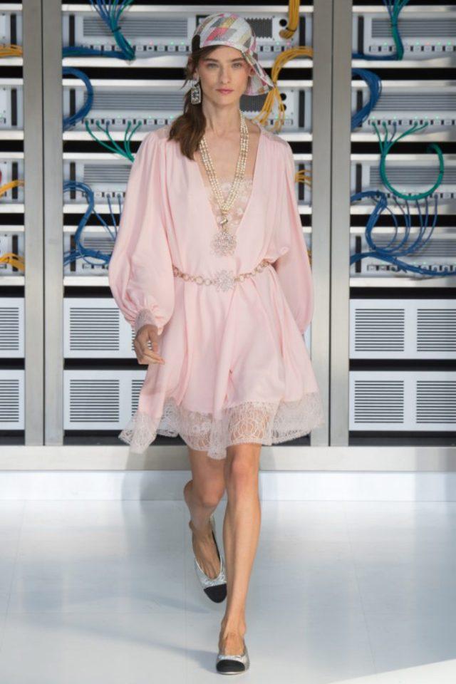 Коктельное платье розового цвета с пышной юбкой - новая модель 2017 года из коллекции Chanel.