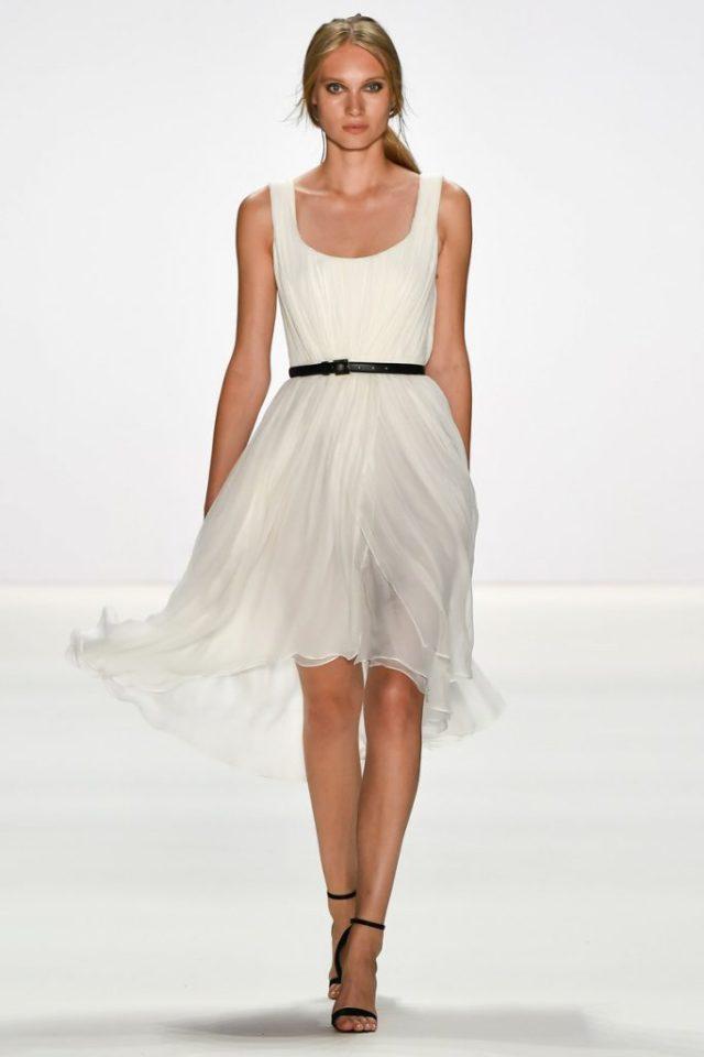 Короткое платье белого цвета - модель 2017 года из коллекции Dimitri.