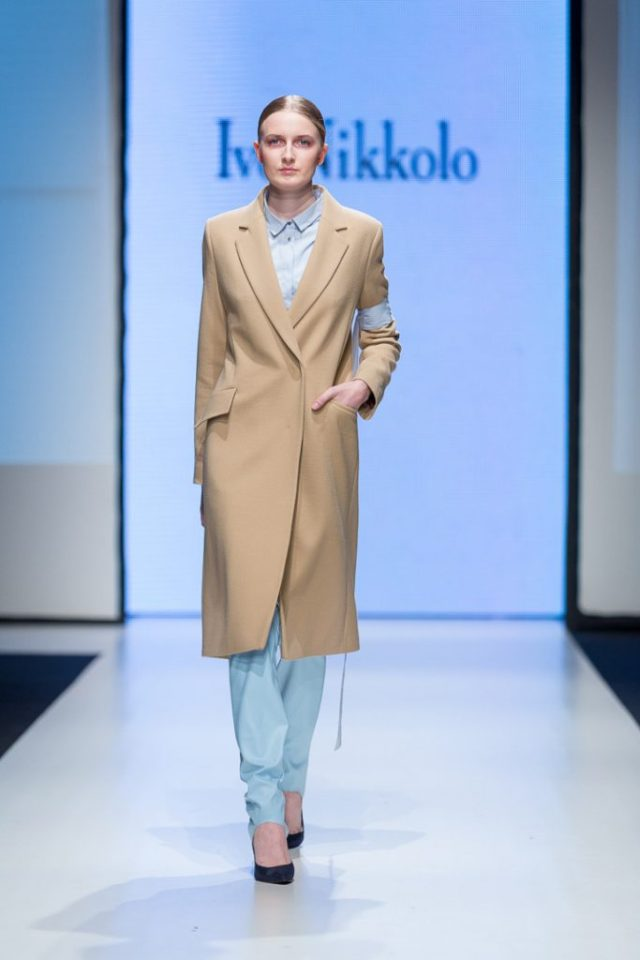 Классическое модное пальто 2017 бежевого цвета - фото обзор коллекции Ivo Nikkolo.