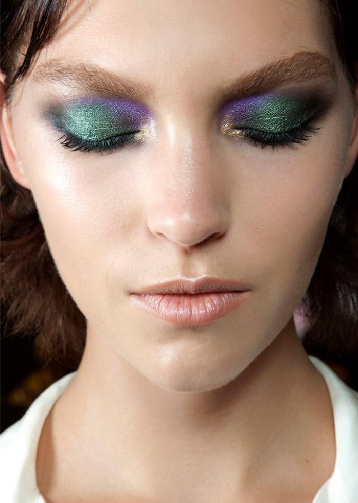 Зелено-синие тени для глаз - интересный штрих модного макияжа