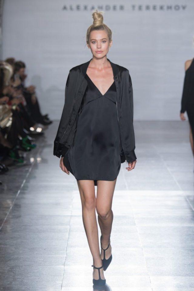 Чёрного цвета короткое платье и куртка обзор коллекции Александра Терехова весна-лето 2017.