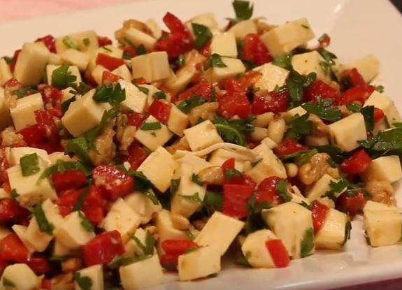 Dil Peynirli Salata yapımı
