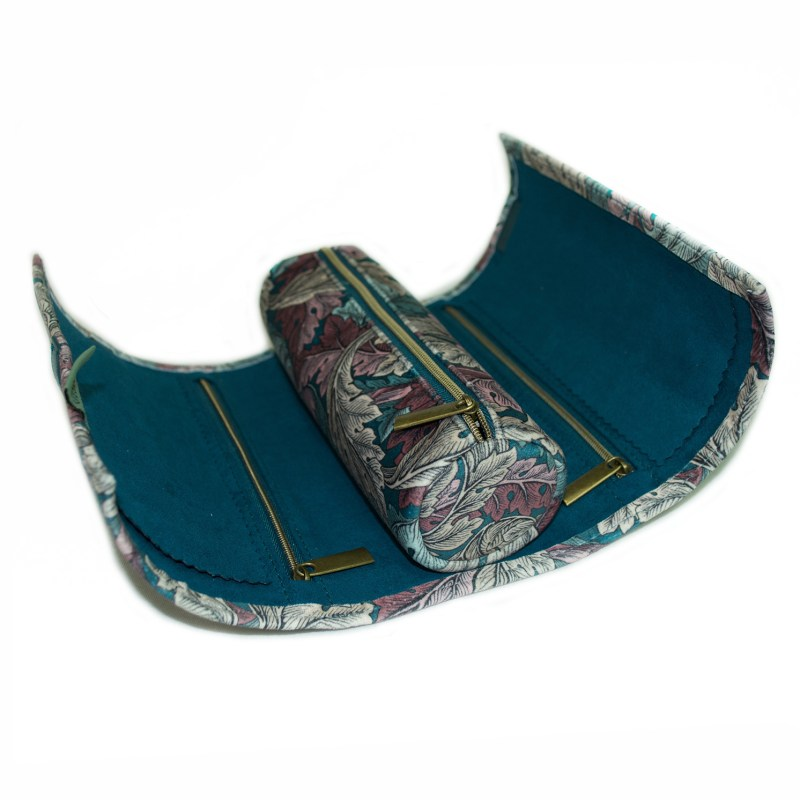 Morris & Co – Acanthus Print Velvet Jewellery Roll/Wrap with Teal Blue Trim