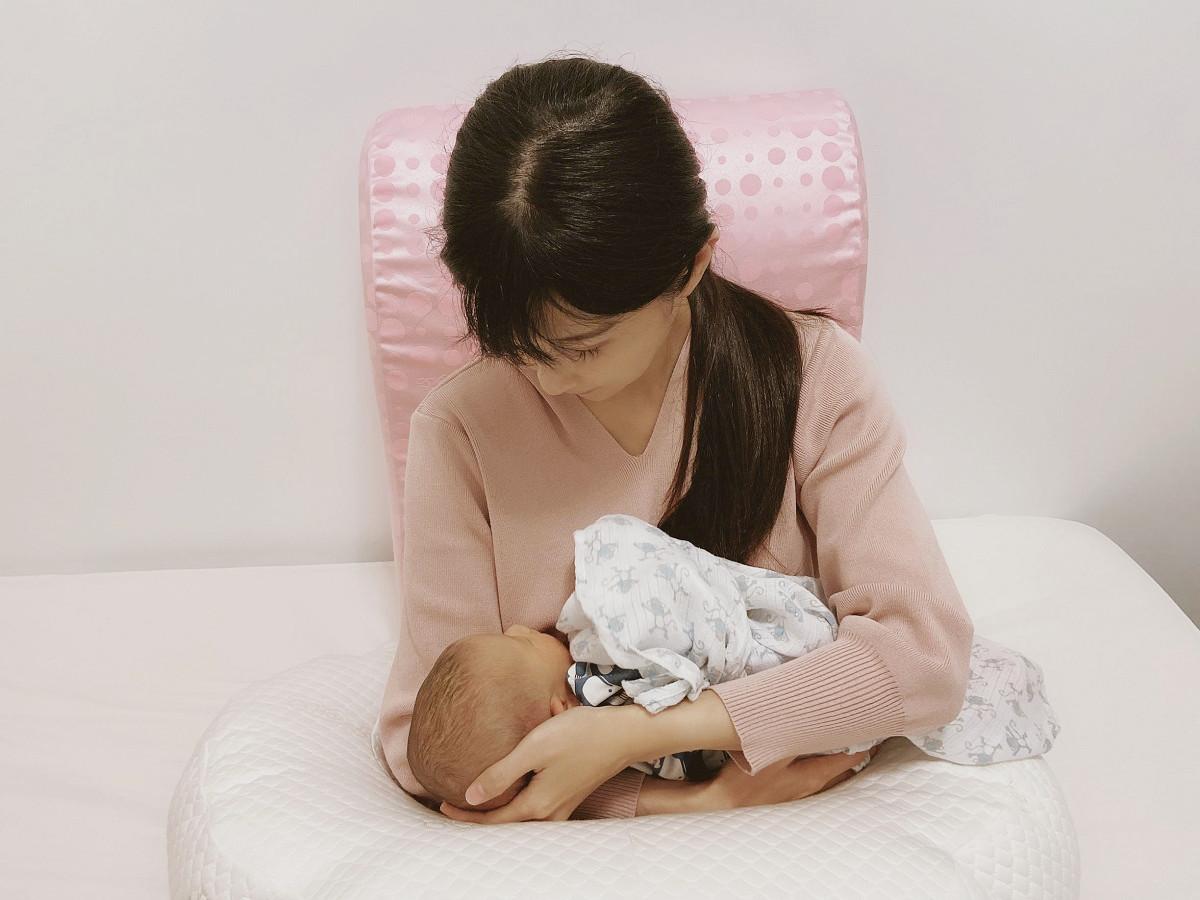 《懷孕/育兒》媽咪們一起解放身體!妳值得更舒適的依靠–格蕾莎抬腿枕、哺乳護嬰枕
