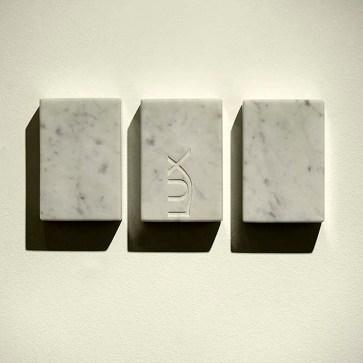 Hugo Mendes – As Três Graças, 2009/2010 - Mármore Carrara - 9 x 6 x 3 cm