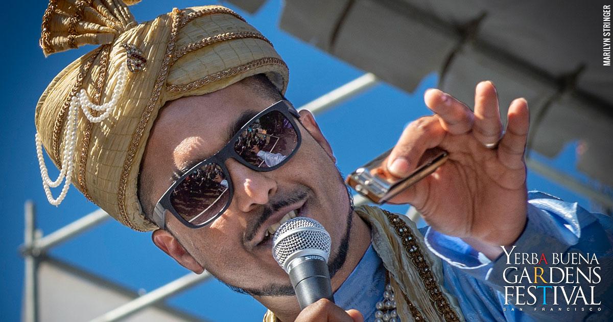 Photo of Bollywood blues musician Aki Kumar, by Marilyn Stringer