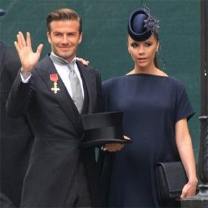 victoria_beckham_in_a_philip_treacy_creation_1225496