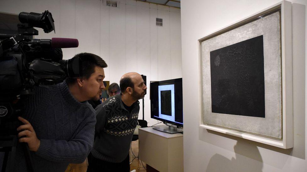 Kazimir Malevich, 1915'te Kara Meydanını boyadı - 2015'te mikroskobik incelemede ırkçı bir şaka ortaya çıktı (Kredi: Alamy)