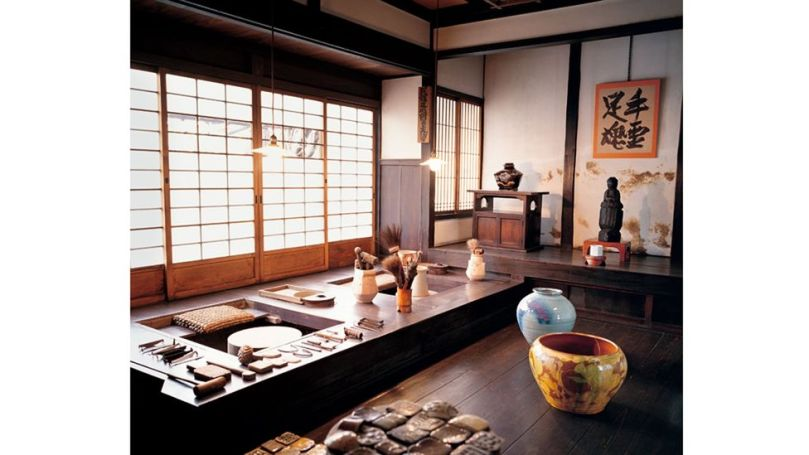 The home of ceramicist Kawai Kanjirō in Kyoto reflects the earthy colours and organic forms of his craft (Credit: Life Meets Art/ Phaidon)