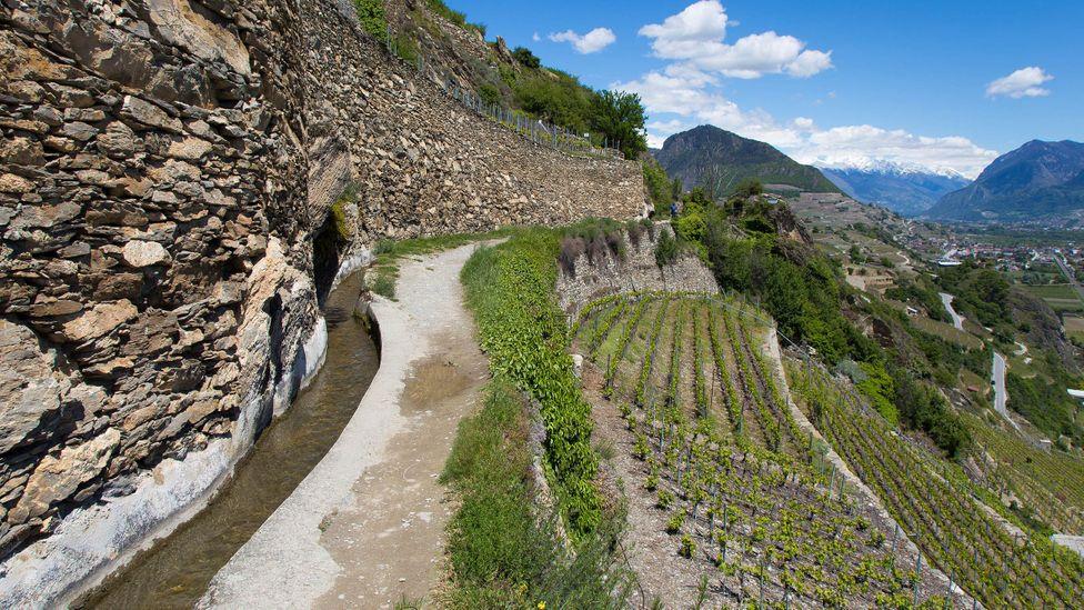 Подвесные оросительные каналы Швейцарии