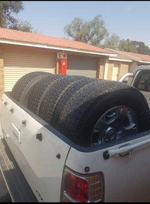 X 5 Mags with tyres, six studs. Size: 245/70R16