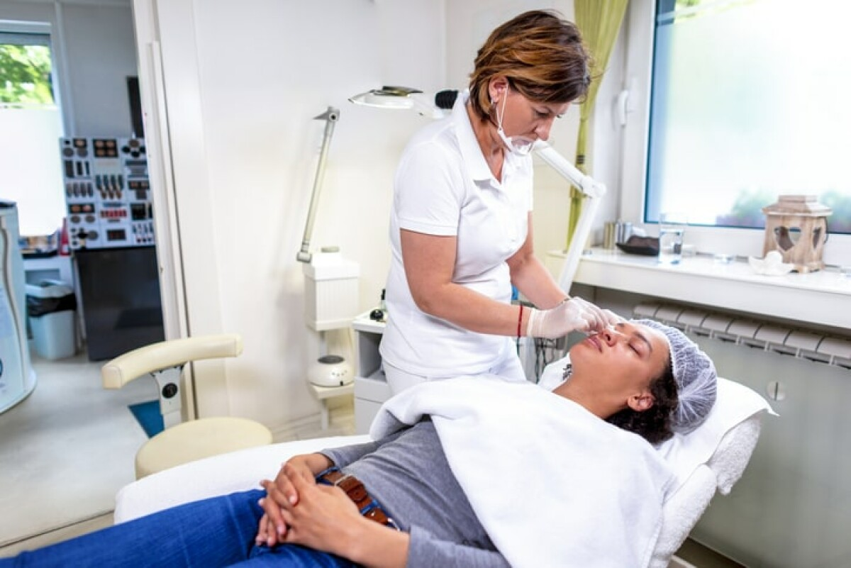 Are you interested in getting some permanent makeup applied? Spreeberry has a list of the best permanent makeup salons near you.