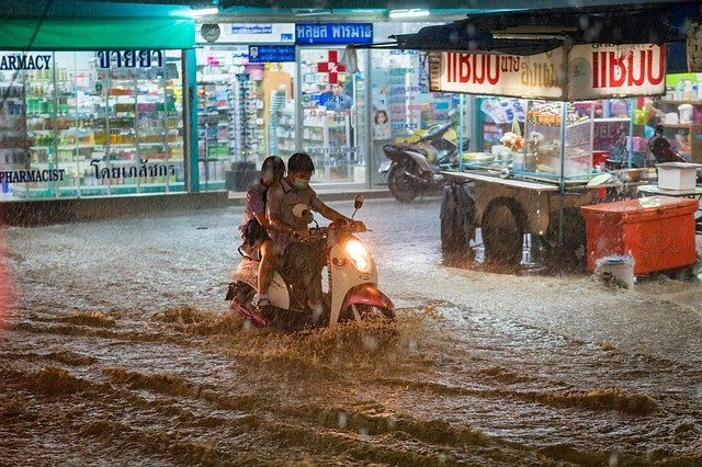 Heavy rains in Tamil Nadu, India killed 10 people