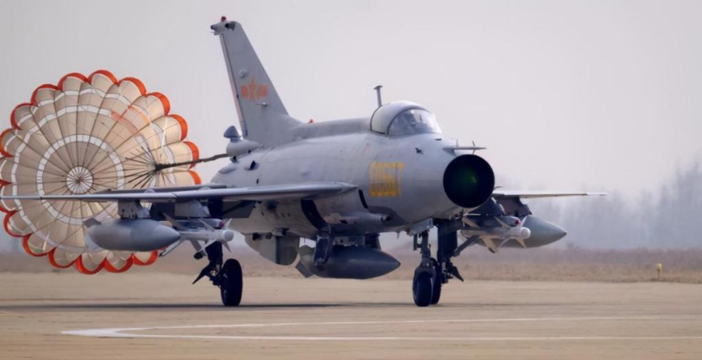 Old-fashioned J-7s were retired in batches, and the new J-16s accelerated their replacement.
