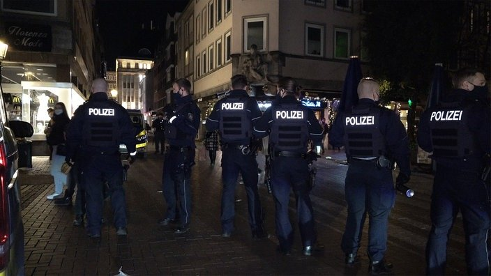 Hundreds of young people in Düsseldorf, Germany, clashed with the police for not complying with epidemic prevention regulations