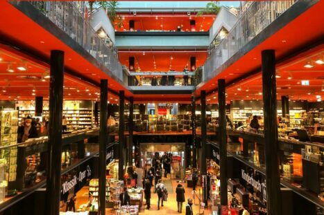 Germany under the pandemic: restaurants can be closed, bookstores cannot be closed