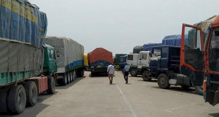 The border between Senegal and Guinea has been closed for more than half a year, and food prices in several countries have soared.