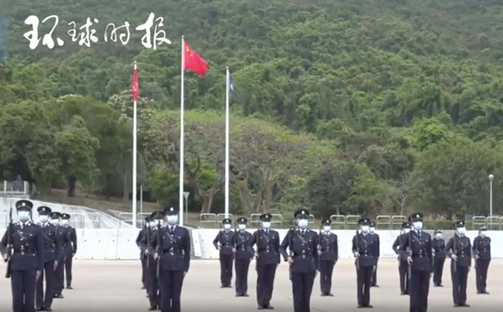 Hong Kong police officially use Chinese footwork to escort the national flag into the stadium!