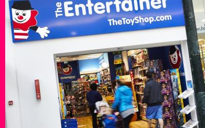 The Entertainer Donates £1,000