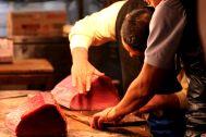 preparing the tuna for sale