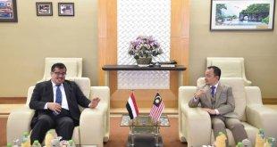 لقاء سفير بلادنا د عادل باحميد بوزير التعليم الماليزي