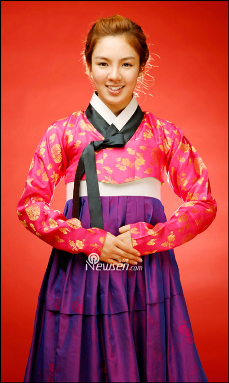 Korean pop group SNSD Hyoyeon in Hanbok