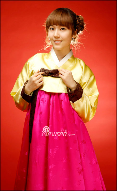 Korean pop group SNSD Jessica in Hanbok