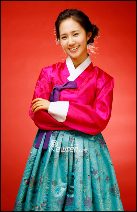 Korean pop group SNSD Yuri in Hanbok