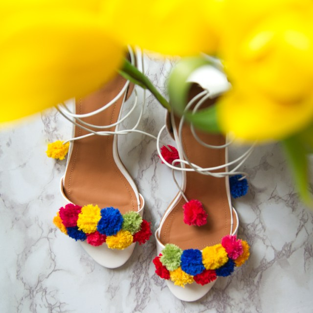 https://i0.wp.com/yellowgirl.at/wp-content/uploads/2016/04/yellowgirl_DIY_PomPom_heels_4.jpg?resize=640%2C640&ssl=1