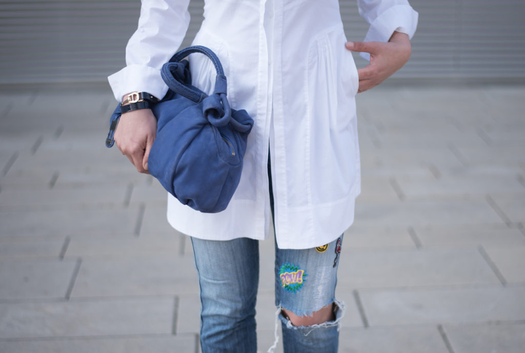 https://i0.wp.com/yellowgirl.at/wp-content/uploads/2016/06/yellowgirl_Blue_Patched_Outfit_1.jpg?fit=1024%2C688&ssl=1