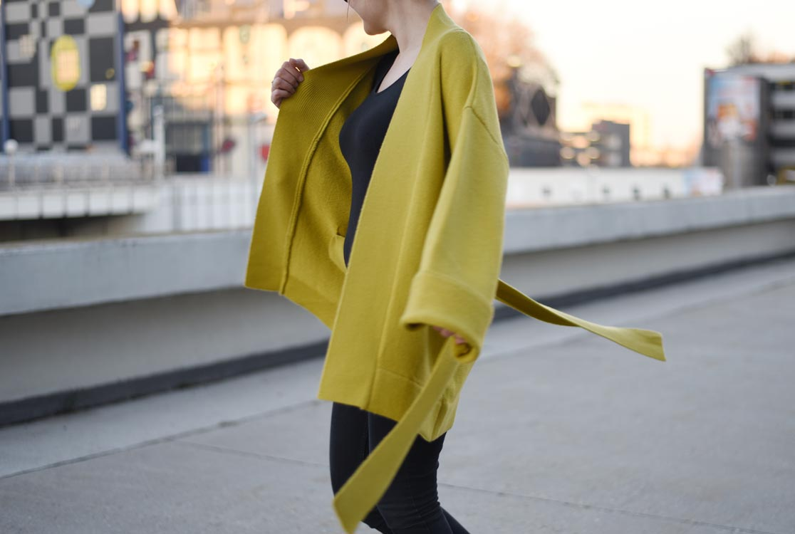 https://i0.wp.com/yellowgirl.at/wp-content/uploads/2017/01/yellowgirl_Outfit_yellow-Kimono_12.jpg?fit=1116%2C750&ssl=1