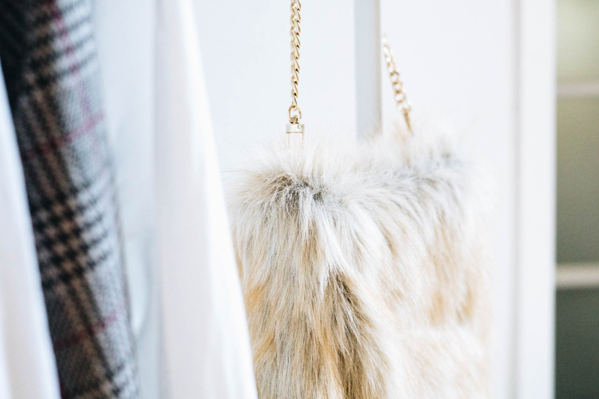 https://i0.wp.com/yellowgirl.at/wp-content/uploads/2018/08/yellowgirl_DIY-Fake-Fur-Hobo-bag-5-von-6.jpg?fit=1200%2C801&ssl=1