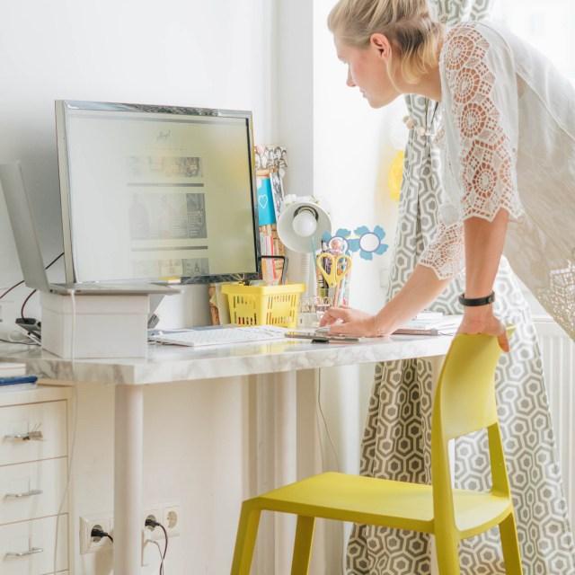 https://i0.wp.com/yellowgirl.at/wp-content/uploads/2018/09/yellowgirl_Wohnzimmerupdate-Lampen-schreibtischsessel-flinders-vitra-bambus-13-von-13.jpg?resize=640%2C640&ssl=1