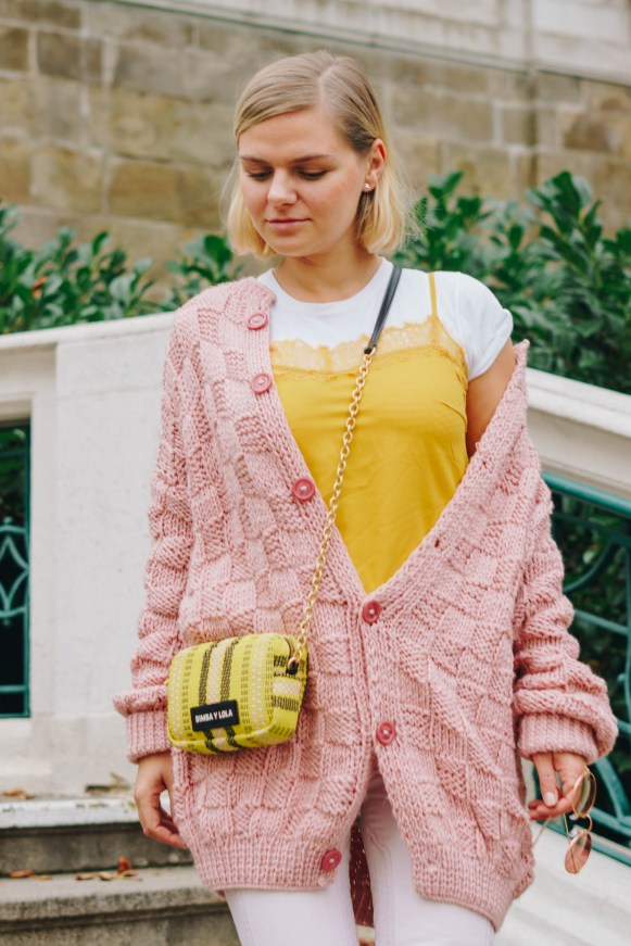 yellowgirl-#yellow outfit - rosa gelb - platform flats - oversize pulover - bimba y lola - mini crosoverbag - rose jeans - mellow yellow - yellow tanktop (4 of 16)