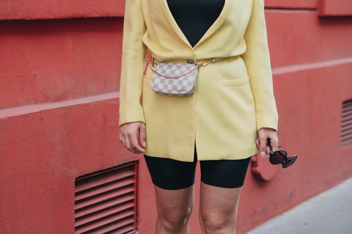 https://i0.wp.com/yellowgirl.at/wp-content/uploads/2018/10/yellowgirl_Blazer-Outfit-in-gelb-mit-Radlerhosen-Louis-Vuitton-Bauchtasche-Beret-und-plateau-flats-streetstyle-paris-6-von-9.jpg?fit=1200%2C801&ssl=1
