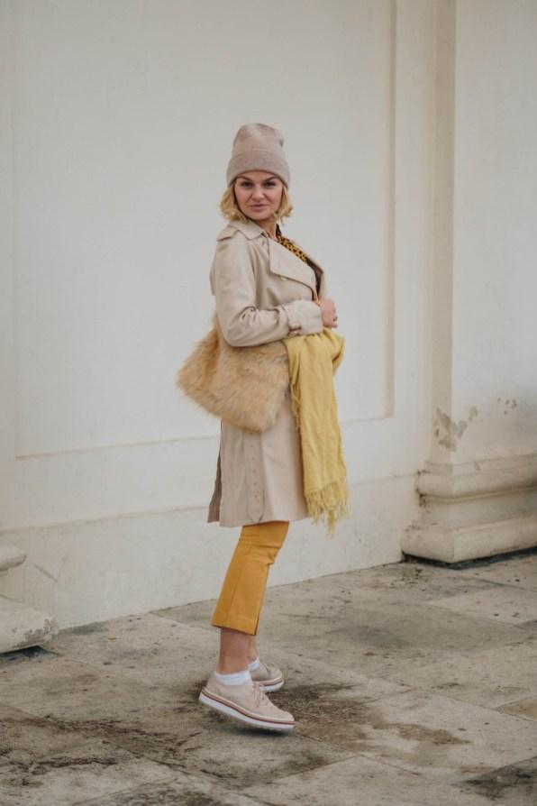 yellowgirl_Herbst-outfit-Animalprint-trenchcoat und Kaschmir haube von MOGLI & MARTINI (7 von 16)