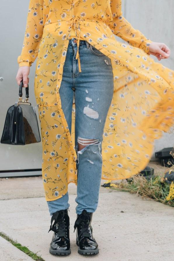 yellowgirl_#Valentinstagsoutfit in Blumenkleid von Only, Jeans von New Look, Lack Boots und Vintage Lack-Handtasche (10 von 11)
