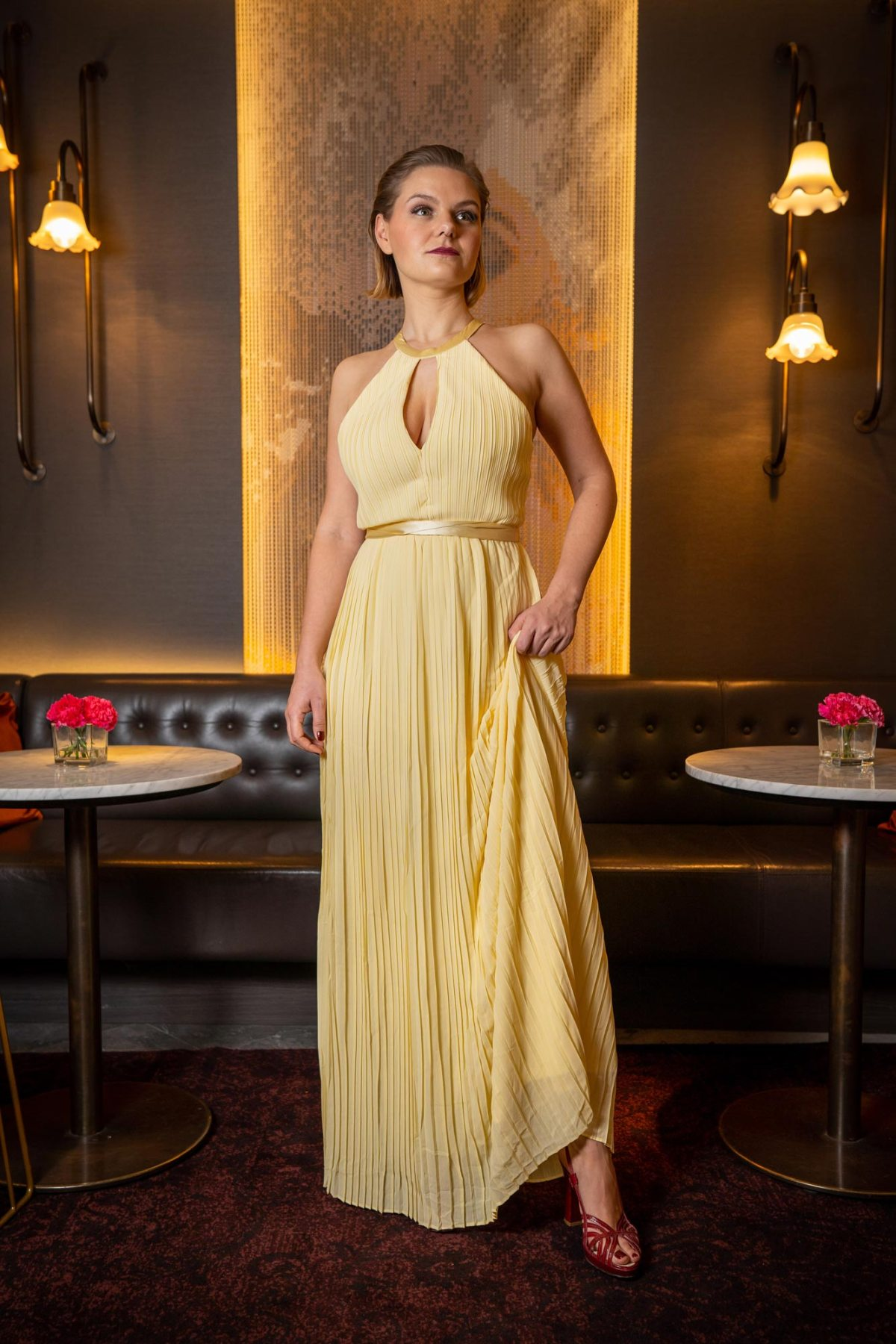 https://i0.wp.com/yellowgirl.at/wp-content/uploads/2019/02/yellowgirl-Ball-Outfit-gelbes-Ballkleid-TFNC-Maxikleid-7.jpg?fit=1200%2C1800&ssl=1