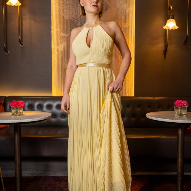 https://i0.wp.com/yellowgirl.at/wp-content/uploads/2019/02/yellowgirl-Ball-Outfit-gelbes-Ballkleid-TFNC-Maxikleid-7.jpg?resize=640%2C640&ssl=1