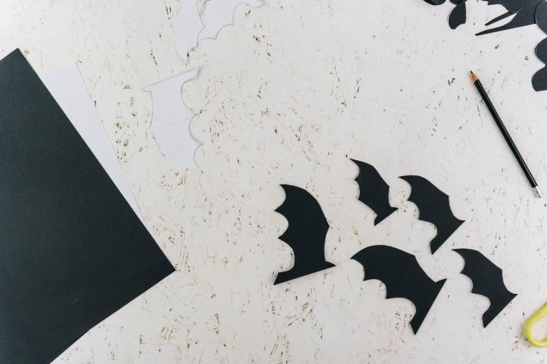 yellowgirl-Halloween- DIY Fledermäuse Wand (8 von 17)