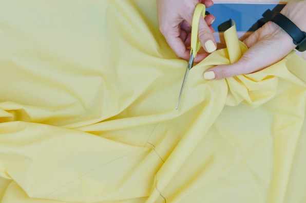 yellowgirl-Dachschrägen nutzen- DIY Vorhänge anstatt Türen (3 von 9)
