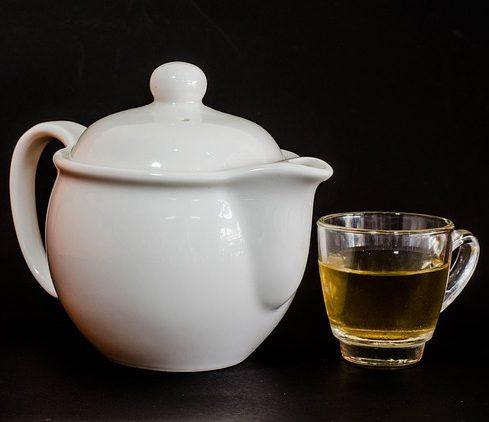 Archive, yellowreadis.com Image: White tea pot and clear glass of tea