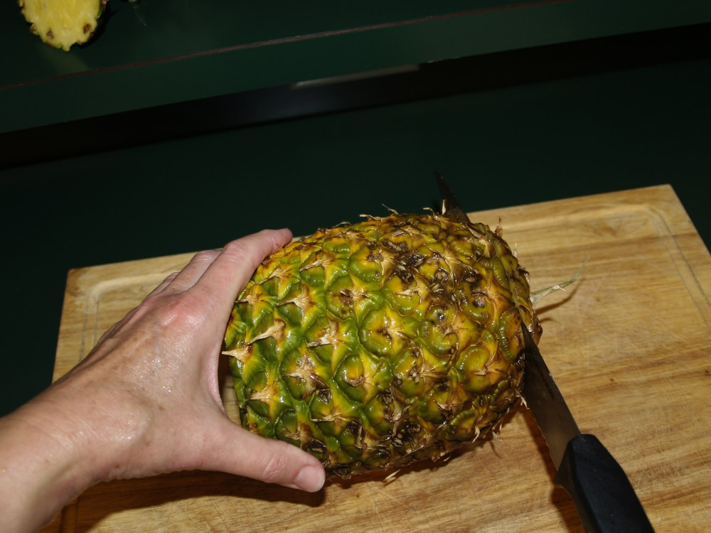Cutting and Dehydrating Fresh Pineapple (3/6)